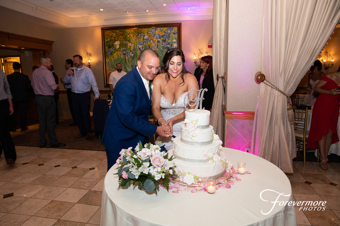 Cutting the cake at Talamore Country Club